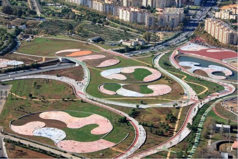 Existen algunos notables ejemplos de cambio en los barrios, como la remodelación del parque Miraflores, que a Adriana le viene de muy cerca