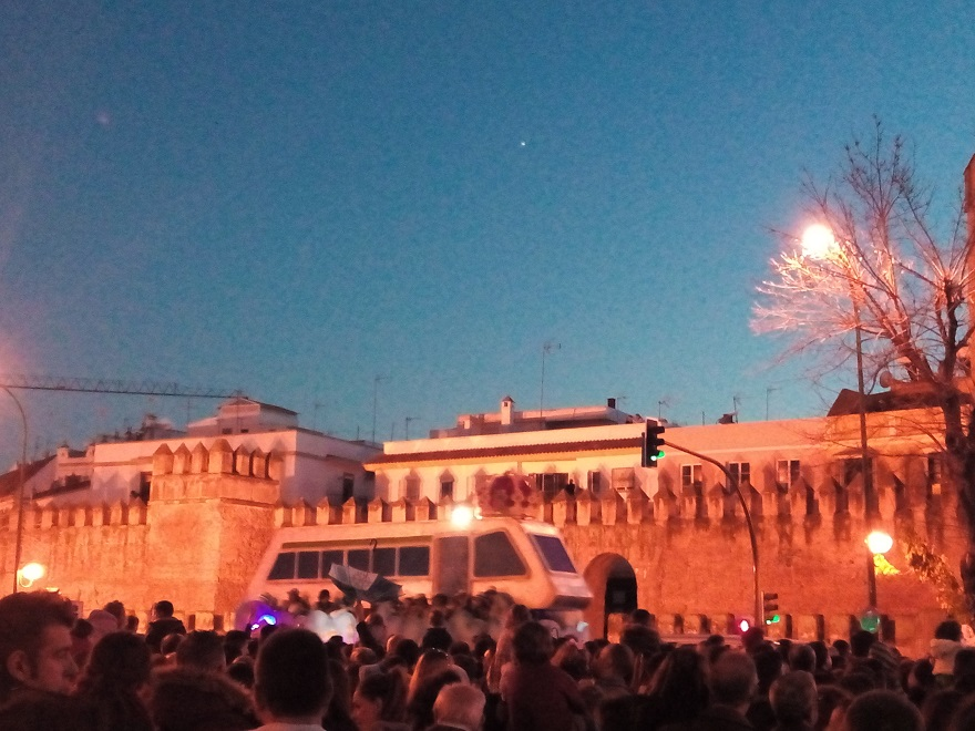 La carroza que más fea le pareció a Adriana Alzamora y a media Sevilla