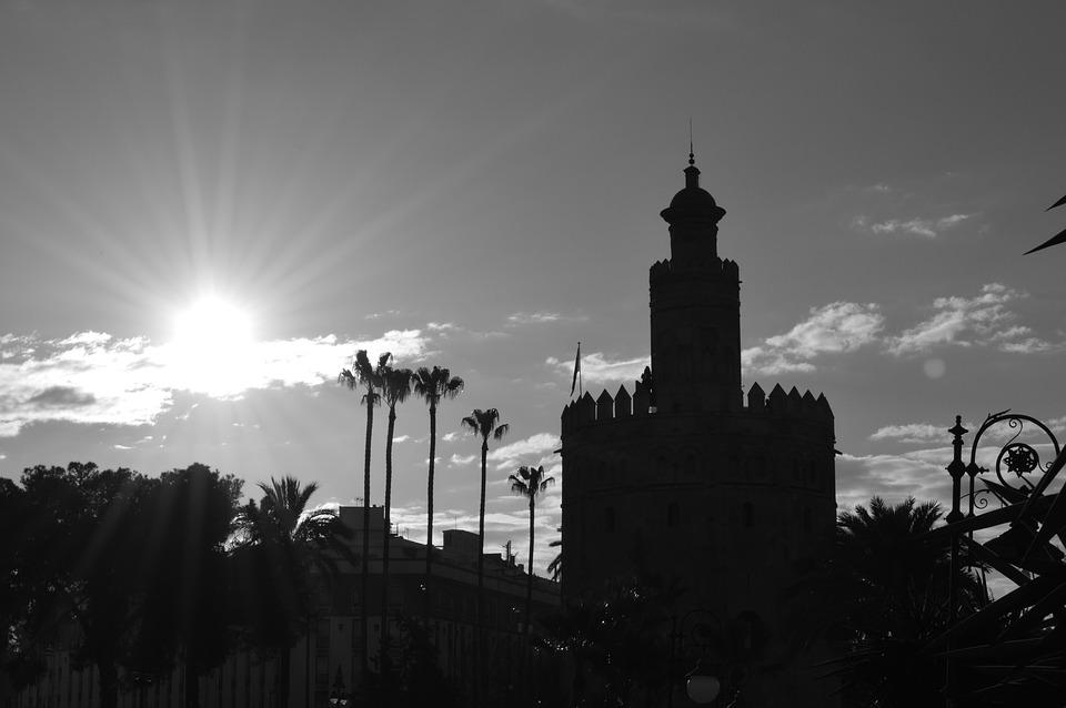 Estampas como estas hacen adorar el sol sevillano a Adriana Alzamora Gutierrez